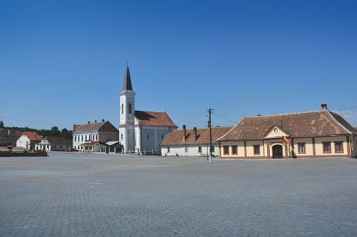 Locuitorii din Miercurea și Arpașu de Sus nu mai sunt obligați să poarte măști în spații deschise