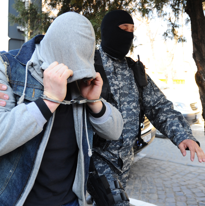 Doi sibieni, reținuți de polițiștii din Sebeș, după ce au înjunghiat un tânăr din Alba