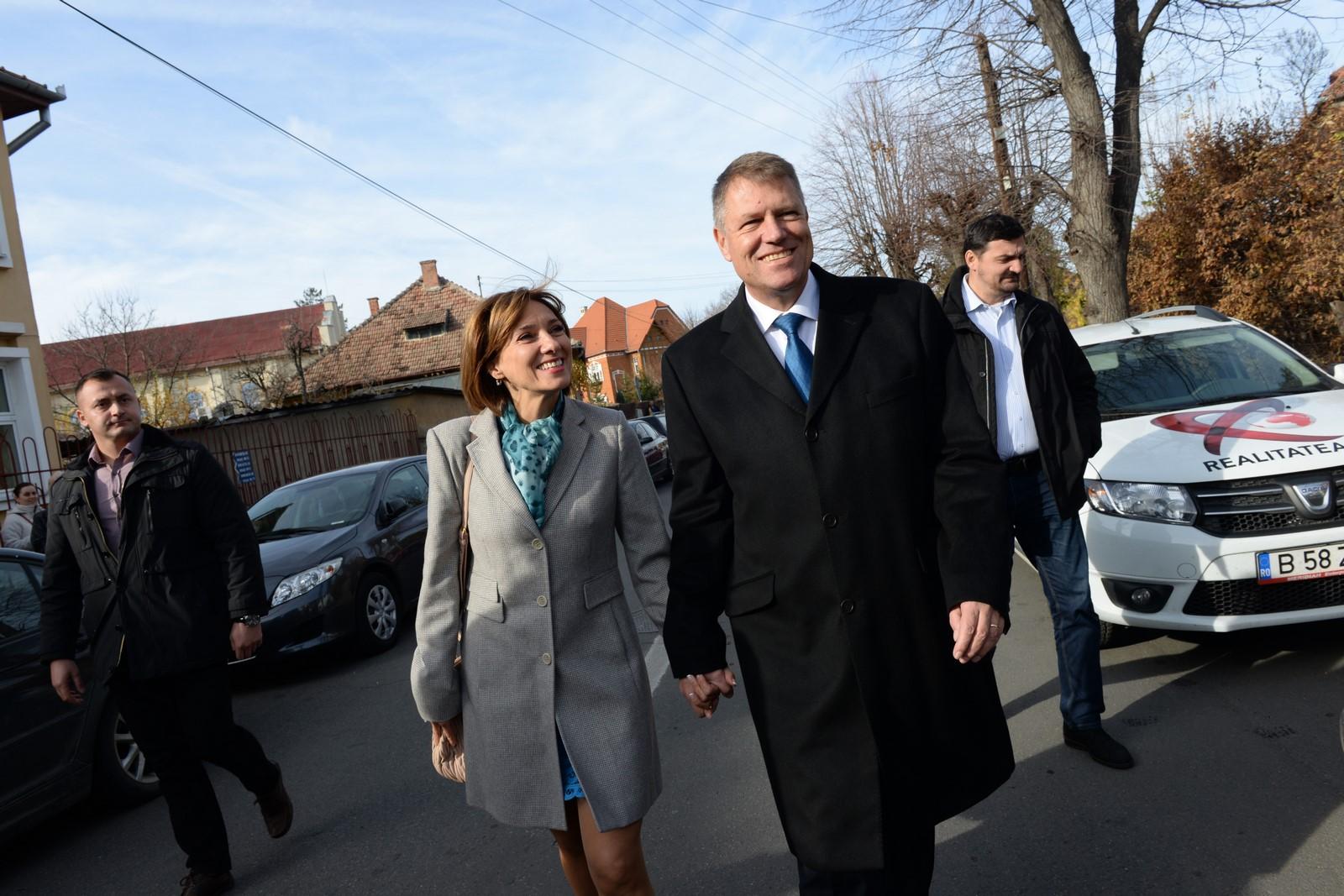 Iohannis: soția mea, Carmen, s-a bucurat foarte mult că a reînceput școala