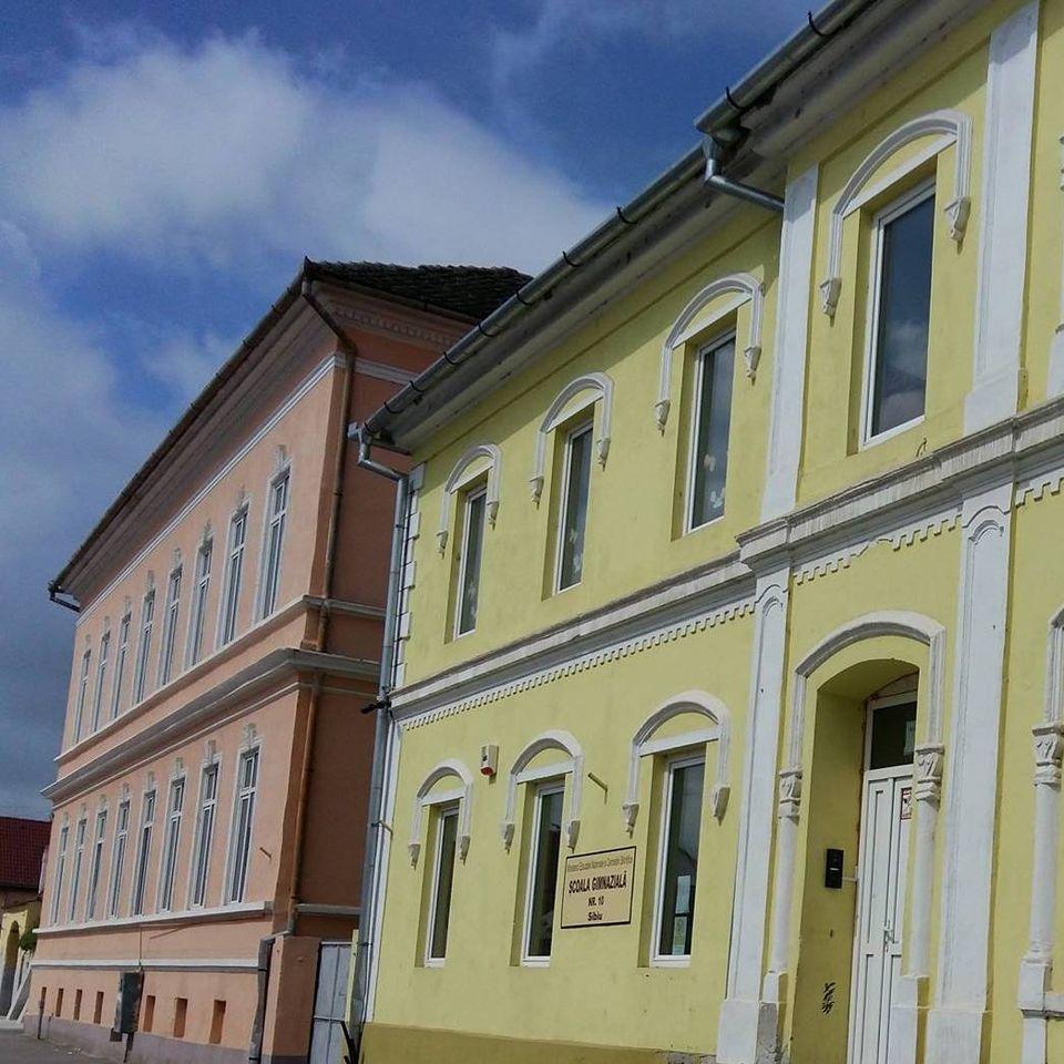 Școala nr.10 din Sibiu, închisă după ce un profesor asimptomatic a fost testat pozitiv