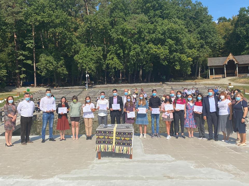 Premii între o mie și 3.000 de lei pentru fiecare elev din Sibiu cu 10 la Bac și Evaluare Națională