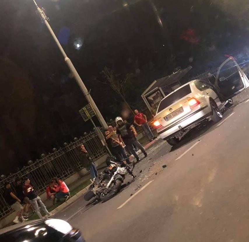Accident pe Bulevardul Coposu: un motociclist dus la spital după ce a fost acroșat de un autoturism