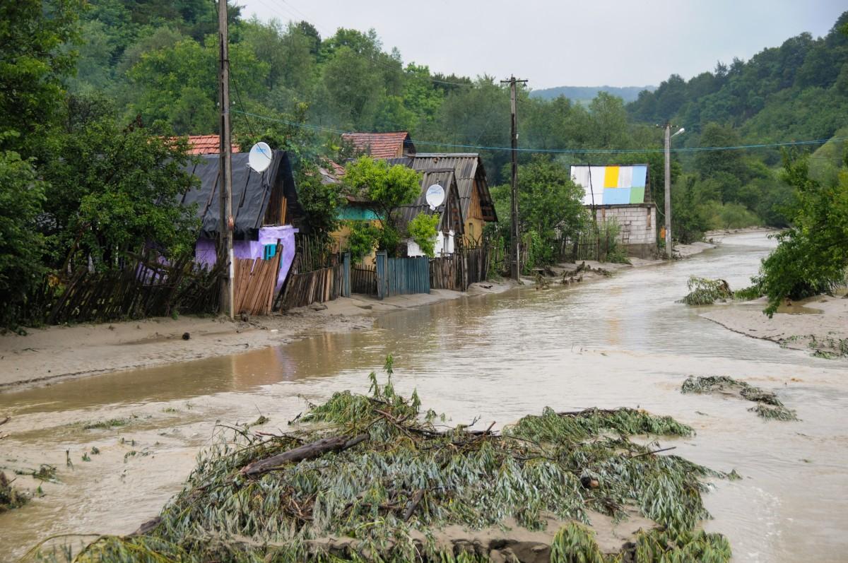 Cod galben de inundații. În Sibiu, sunt vizate localitățile de lângă Olt și Târnava Mare, dar și unele râuri mici