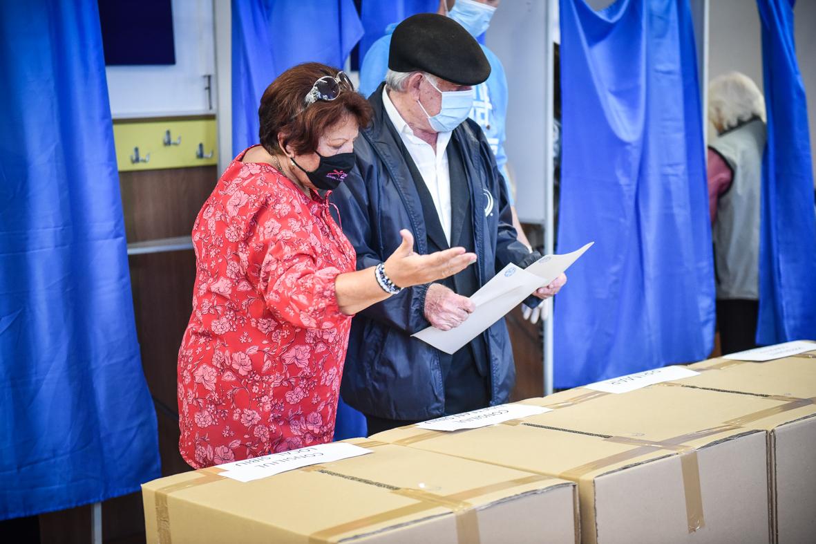 """Alegeri cu """"voturi din oficiu"""" pentru PNL, FDGR sau USR PLUS. """"Ce poți influența cu unul-două voturi?"""""""