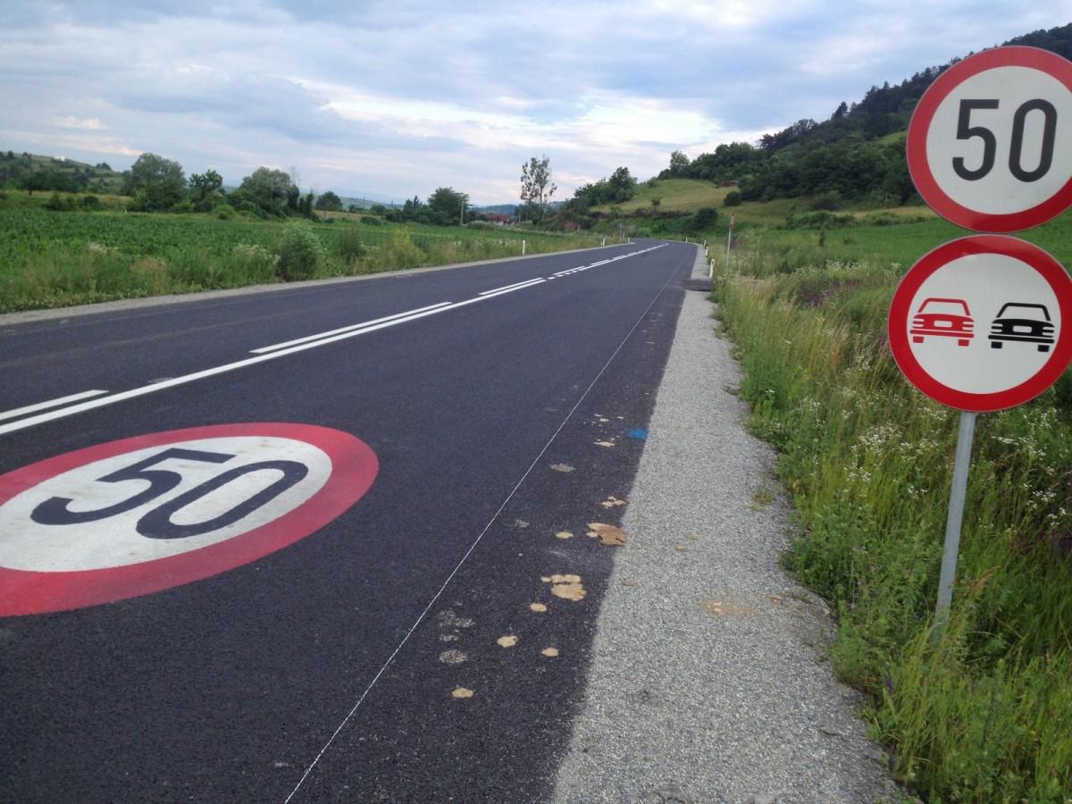 Șoferii vitezomani de pe DN14 au rămas ieri fără permis. Cea mai mare viteză – 126 km/h
