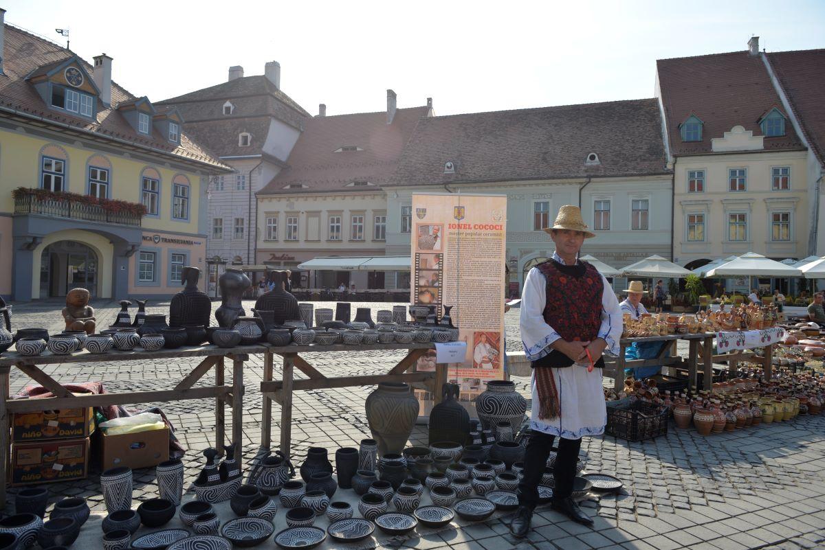 Olarii deschid târg în Piața Mare și Piața Mică din Sibiu