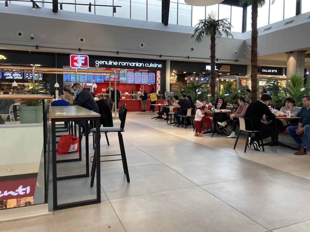 Am mâncat de 50 de lei la food-court-ul din noul mall. Cea mai bună parte a fost desertul