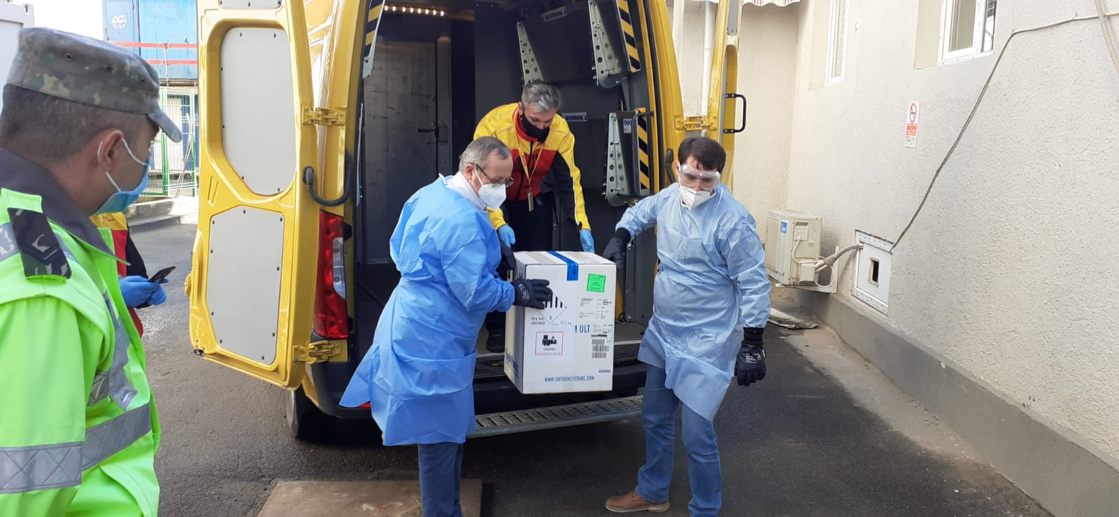 Prima tranșă de vaccin Moderna ajunge în România. Urmează distribuirea în centrele de vaccinare regionale