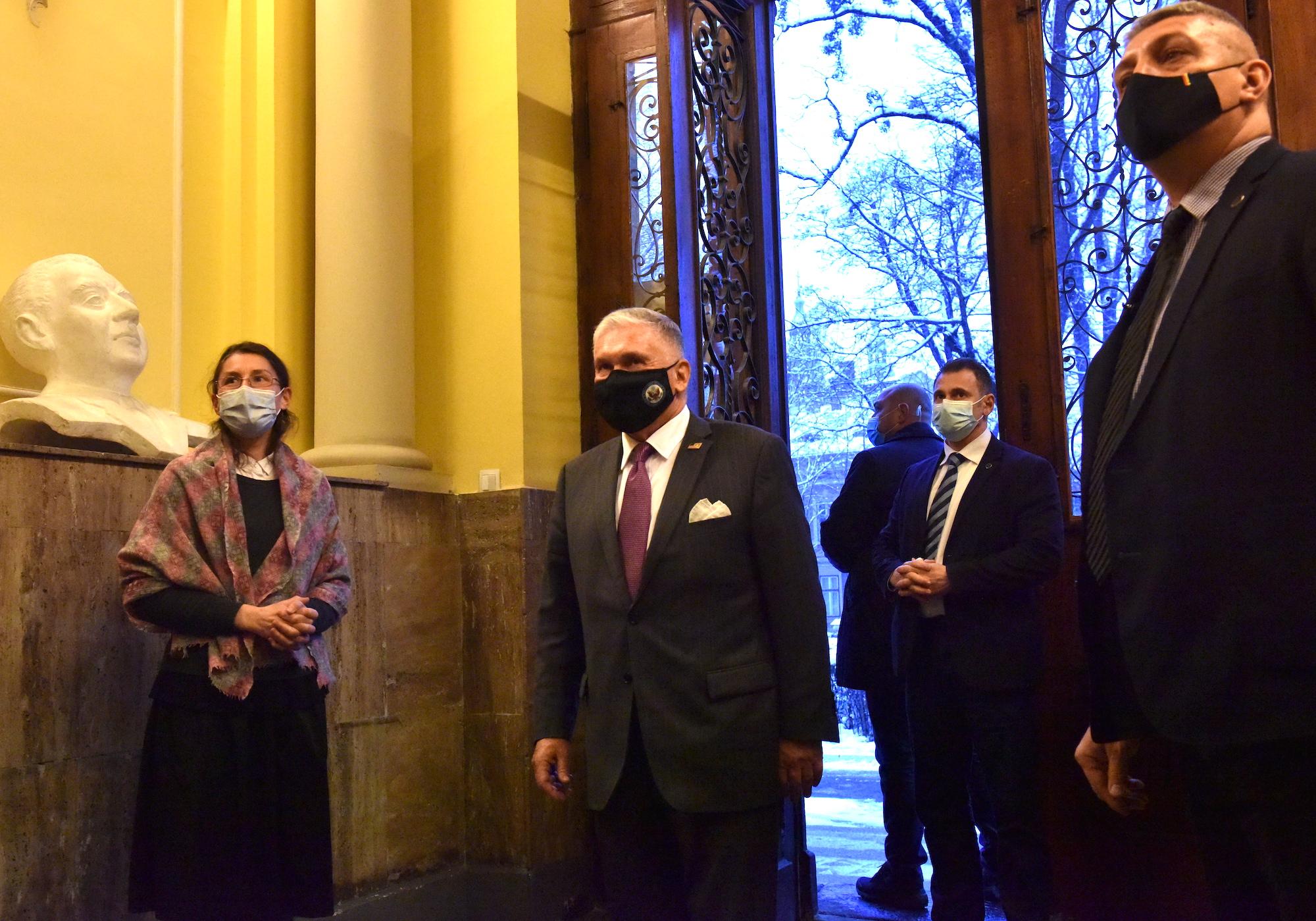 Ambasadorul Americii a întârziat la întâlnirea cu președinta CJ Sibiu. Daniela Cîmpean nu l-a mai așteptat
