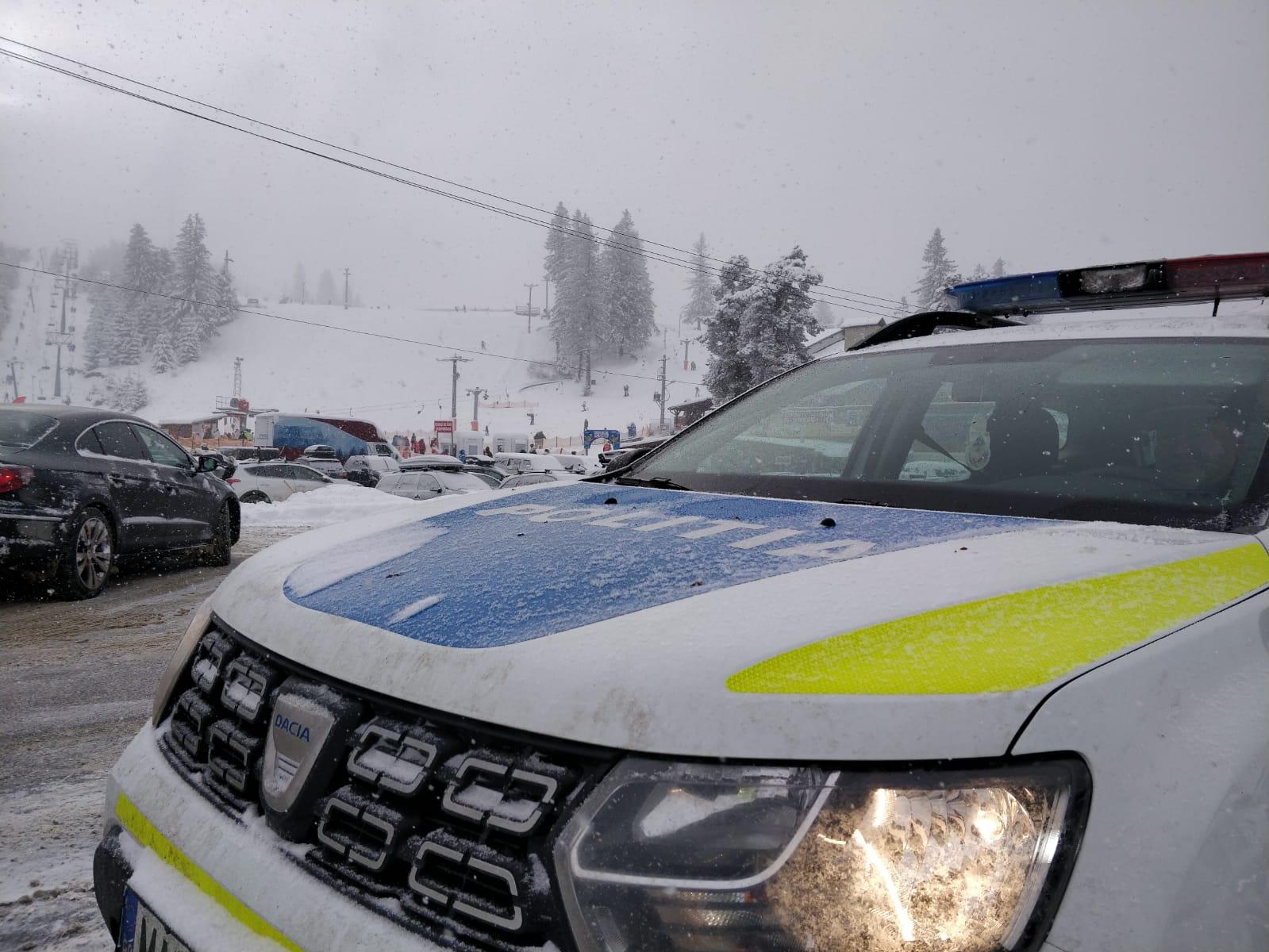 Traficul pe drumul spre Păltiniș se desfășoară fără probleme, în condiții de iarnă
