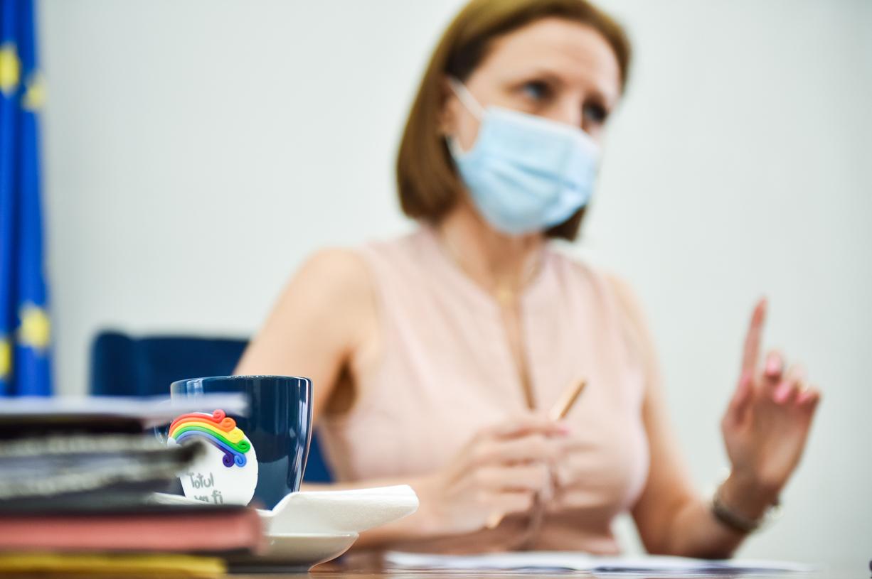 """Cîmpean a anulat programările la vaccinare pentru angajații CJ Sibiu care au sărit rândul: """"o regretabilă eroare"""""""