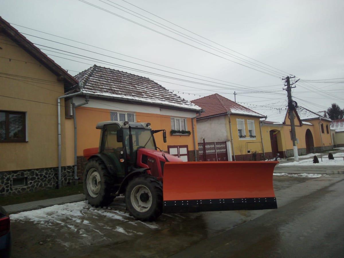 Primăria Axente Sever a achiziţionat o sărăriţă pentru realizarea lucrărilor de deszăpezire în anotimpul rece