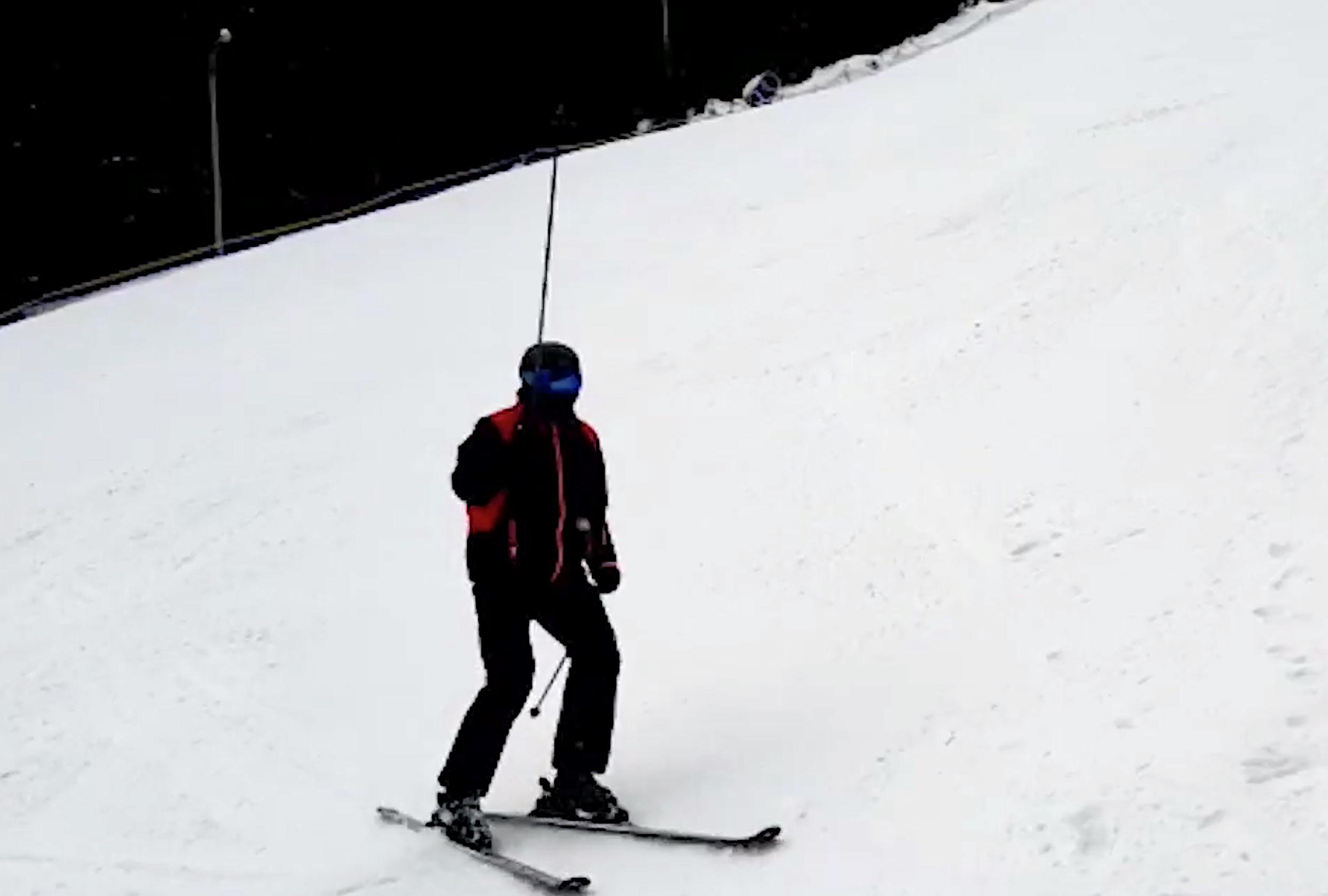 """Iohannis, la schi la Păltiniș: """"astăzi e destul de bine"""""""