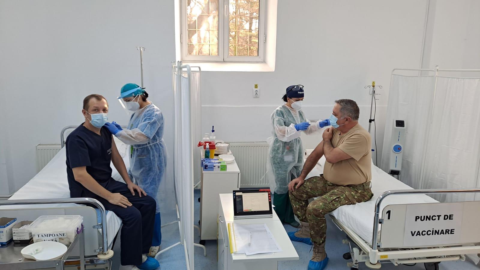 """Cum se simt primii sibieni care s-au vaccinat împotriva SARS CoV-2: """"Nu am avut nici măcar o durere de cap"""""""