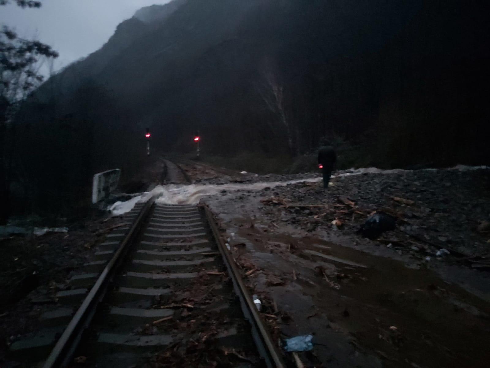 CFR Călători: Trafic feroviar întrerupt pe Valea Oltului. Cinci trenuri de călători sunt afectate