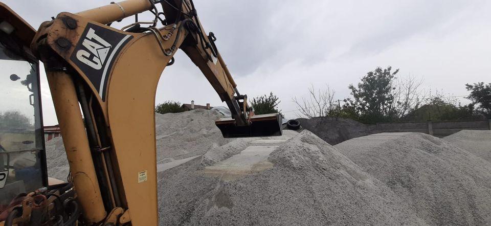 Peste 320 de tone de sare au fost răspândite pe drumurile din județ