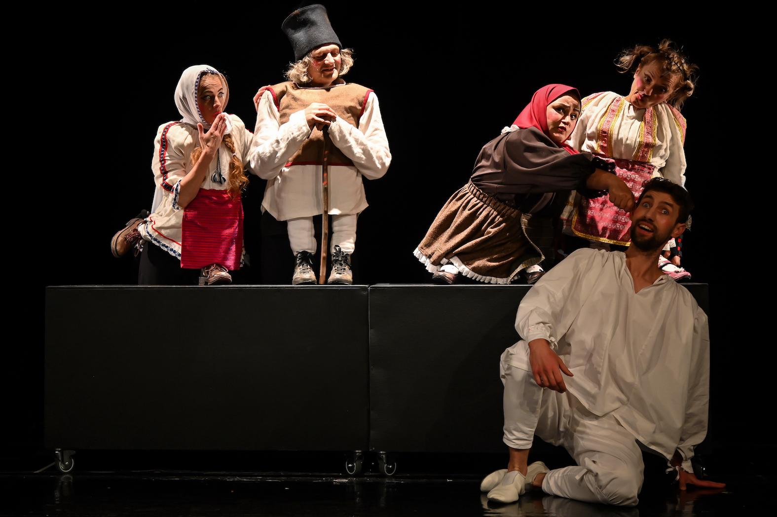 """Teatrul """"Gong"""" suplimentează programul de spectacole la cererea publicului"""