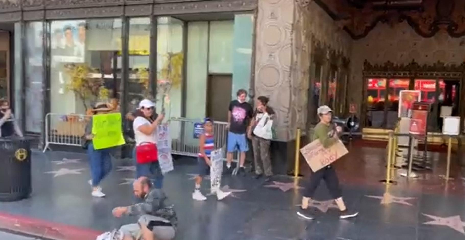 Video viral. Manifestantă anti-vaccin: De ce oamenii străzii n-au murit de COVID? / Persoană fără adăpost: Pentru că sunt vaccinat, idioato!