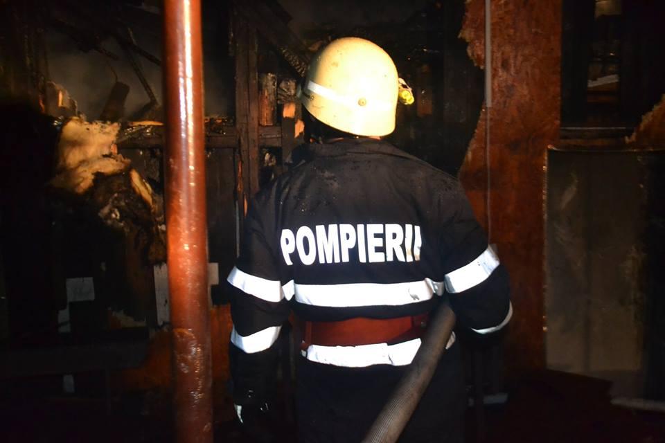 Bărbat găsit mort într-un container care a luat foc azi-noapte, în Tălmaciu