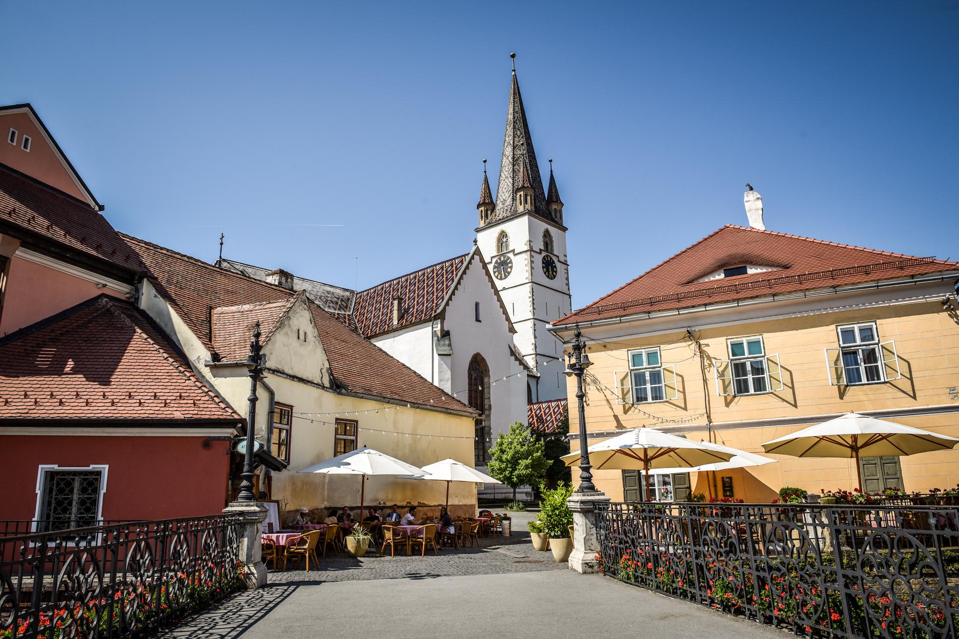 9,81 la mie - creștere șocantă a incidenței în orașul Sibiu, în doar o zi. 10 localități din județ au peste 5 rată de infectare