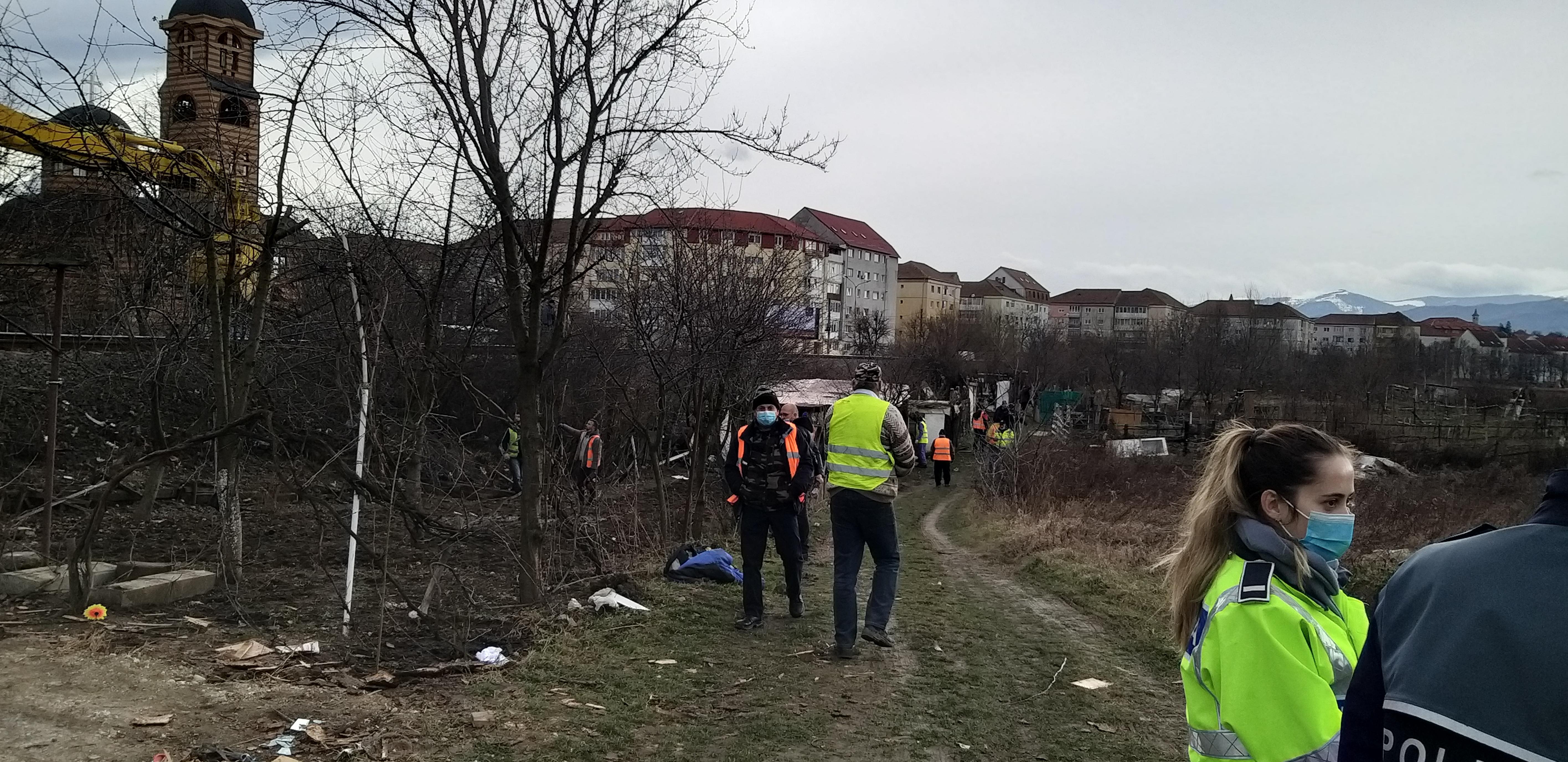 """FOTO - CFR a demolat ultimele grădini """"cetățenești"""" din Ștrand"""