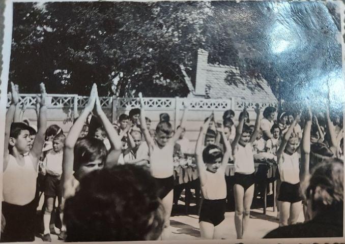 O parte din istoria Sibiului. La împlinirea a 60 de ani, școala I.L. Caragiale își invită absolvenții să trimită fotografii cât mai vechi