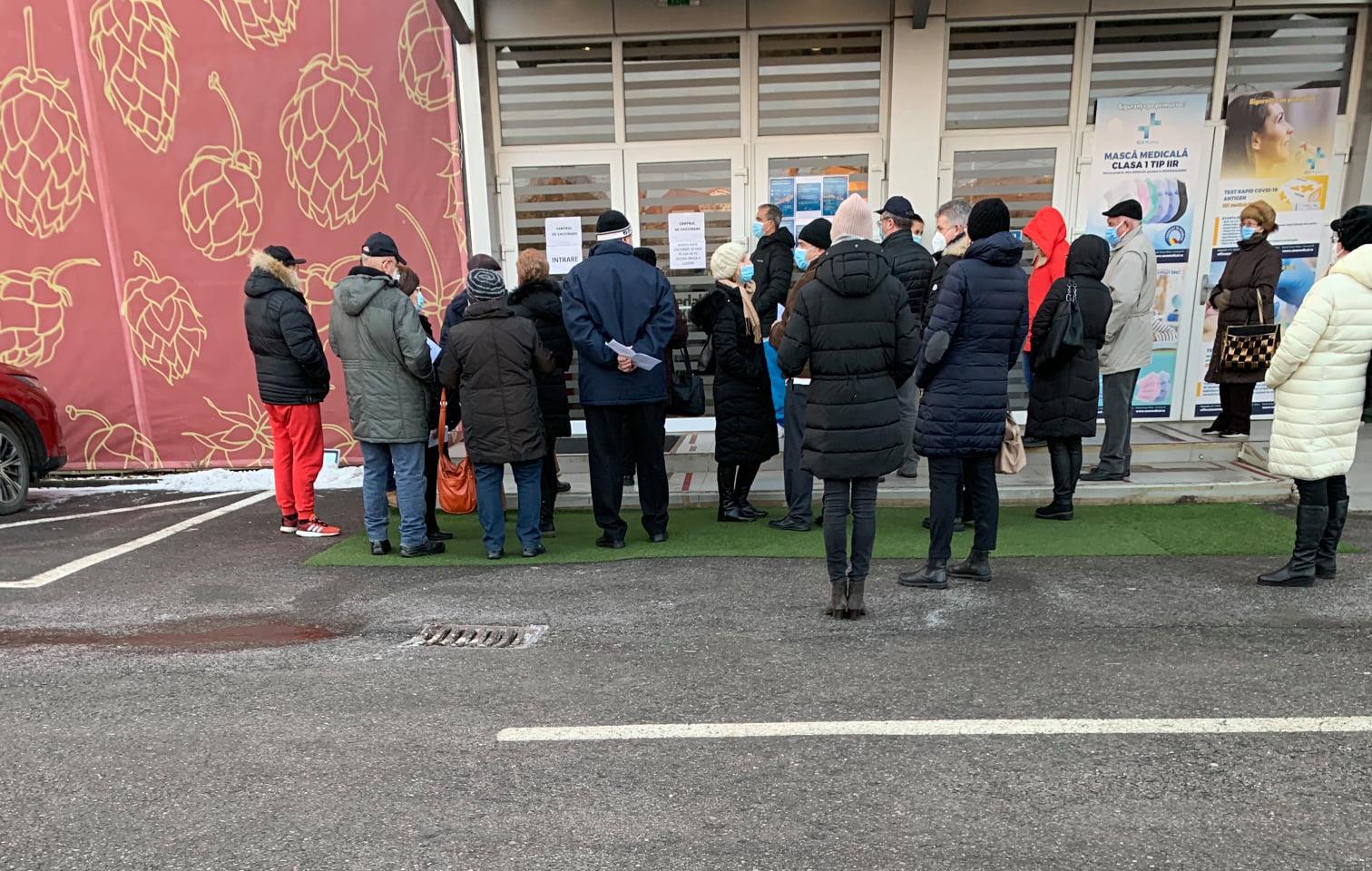 Sibian la coadă la vaccinare: e în ADN-ul românului îmbulzitul, scandalul...