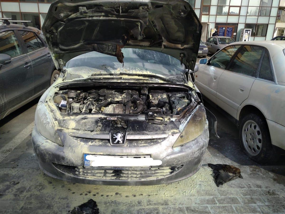 Incendiu la un autoturism parcat în zona Gării CFR