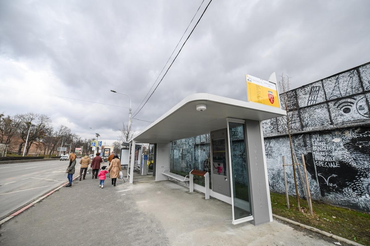Primăria Sibiu: Stația smart de autobuz din Piața Teatrului, pusă în funcțiune