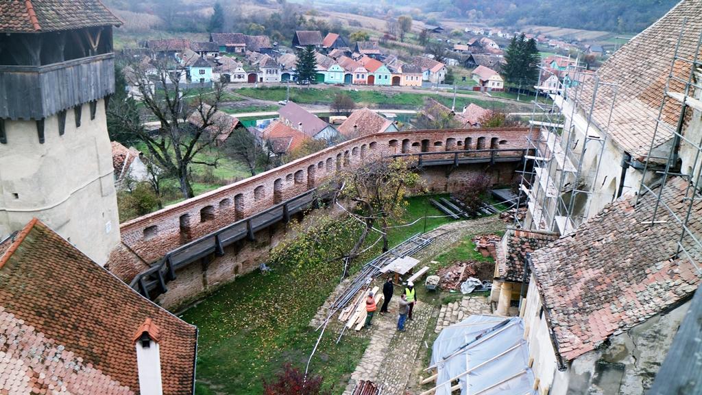 Continuă restaurarea Bisericii fortificate din Moșna. S-au finalizat 90% din lucrările de restaurare a acoperișului