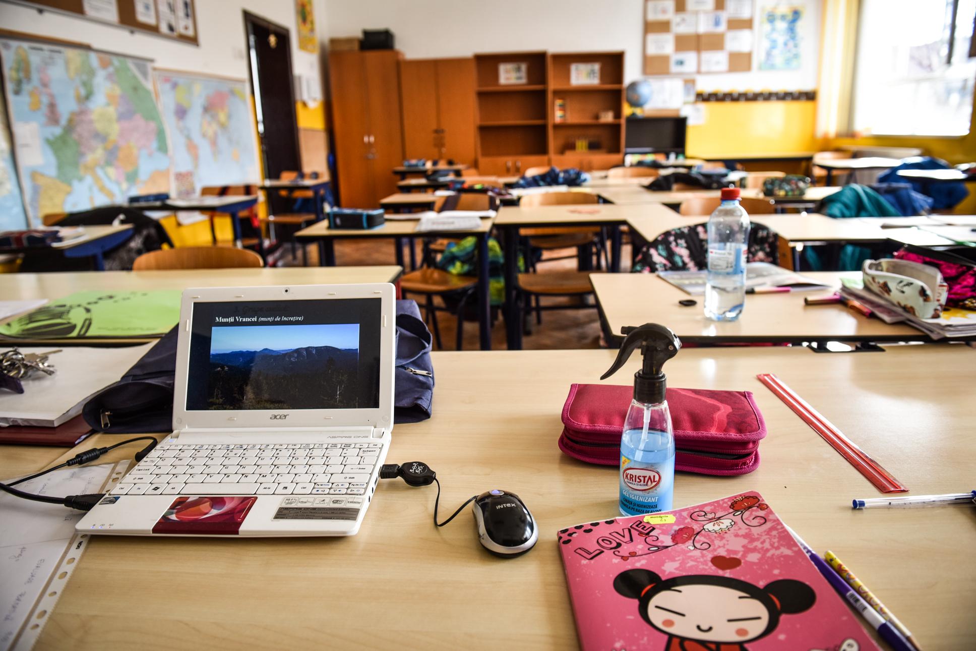 După COVID, copiii din județul Sibiu sunt trimiși acasă și din cauza lucrărilor la rețeaua de apă