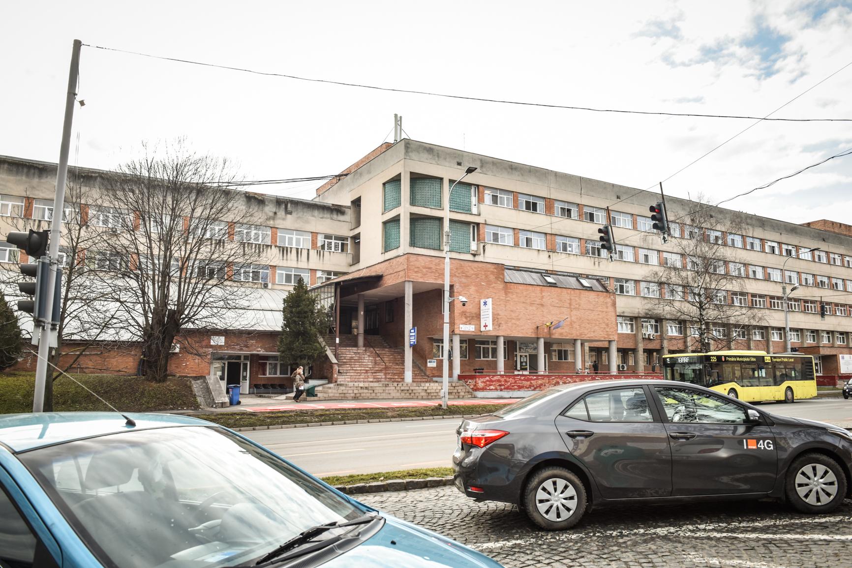 Unii angajaţi ai Spitalului Judeţean încă locuiesc la hotel, după un an de pandemie