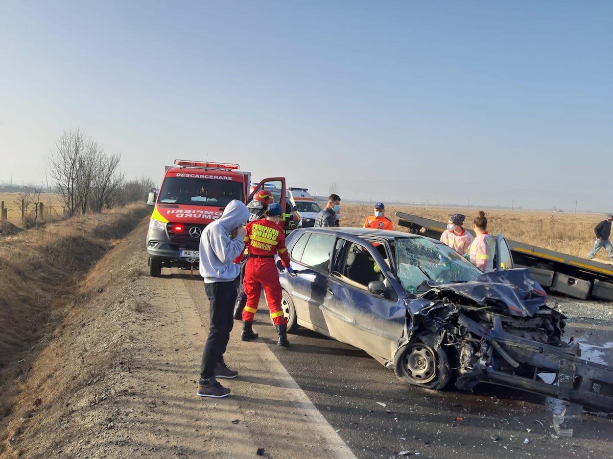 Accident la ieșirea din municipiul Sibiu. O persoană a fost descarcerată