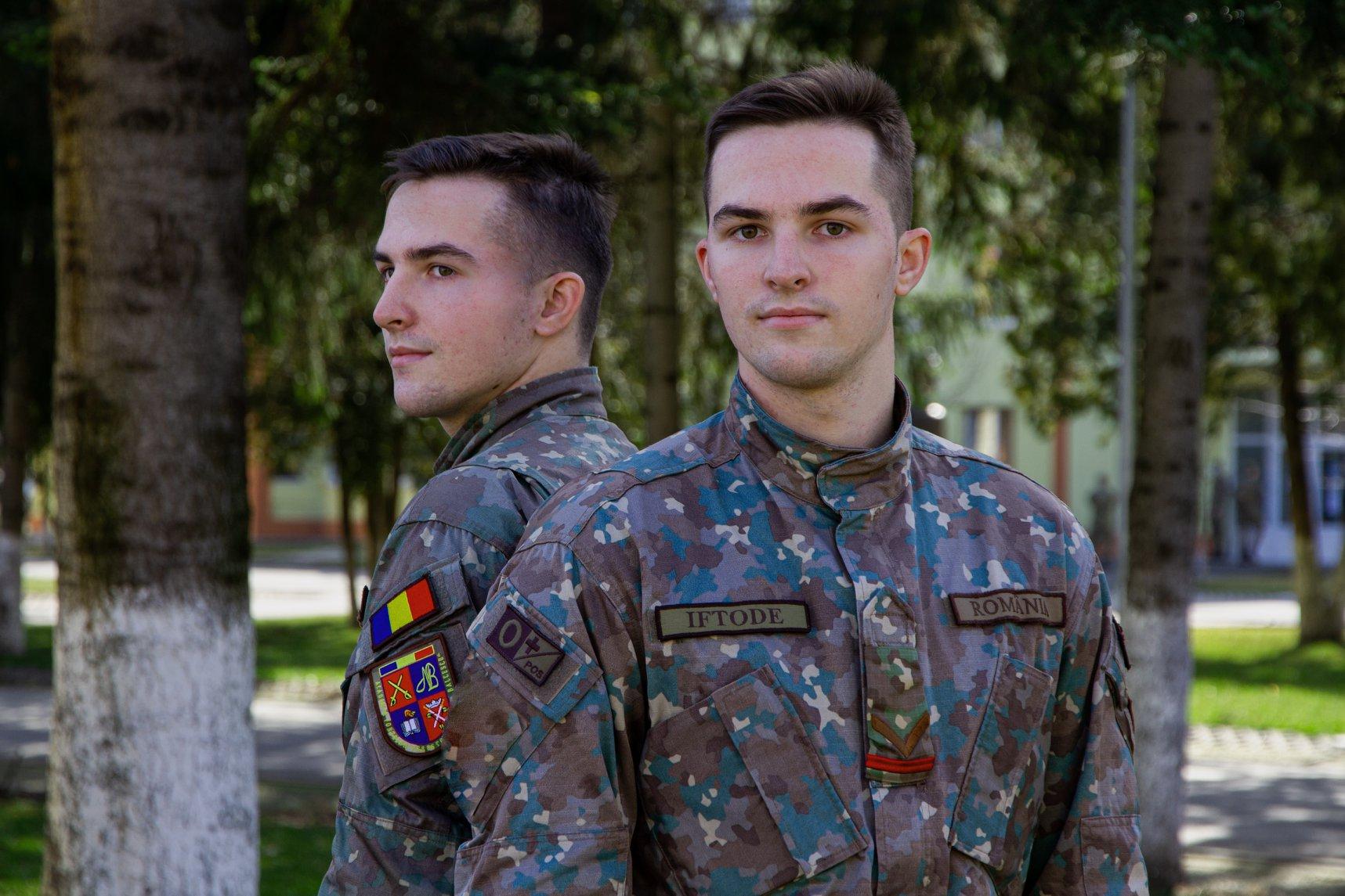 Mihăiță și Andrei, gemenii de la Academia Forțelor Terestre din Sibiu