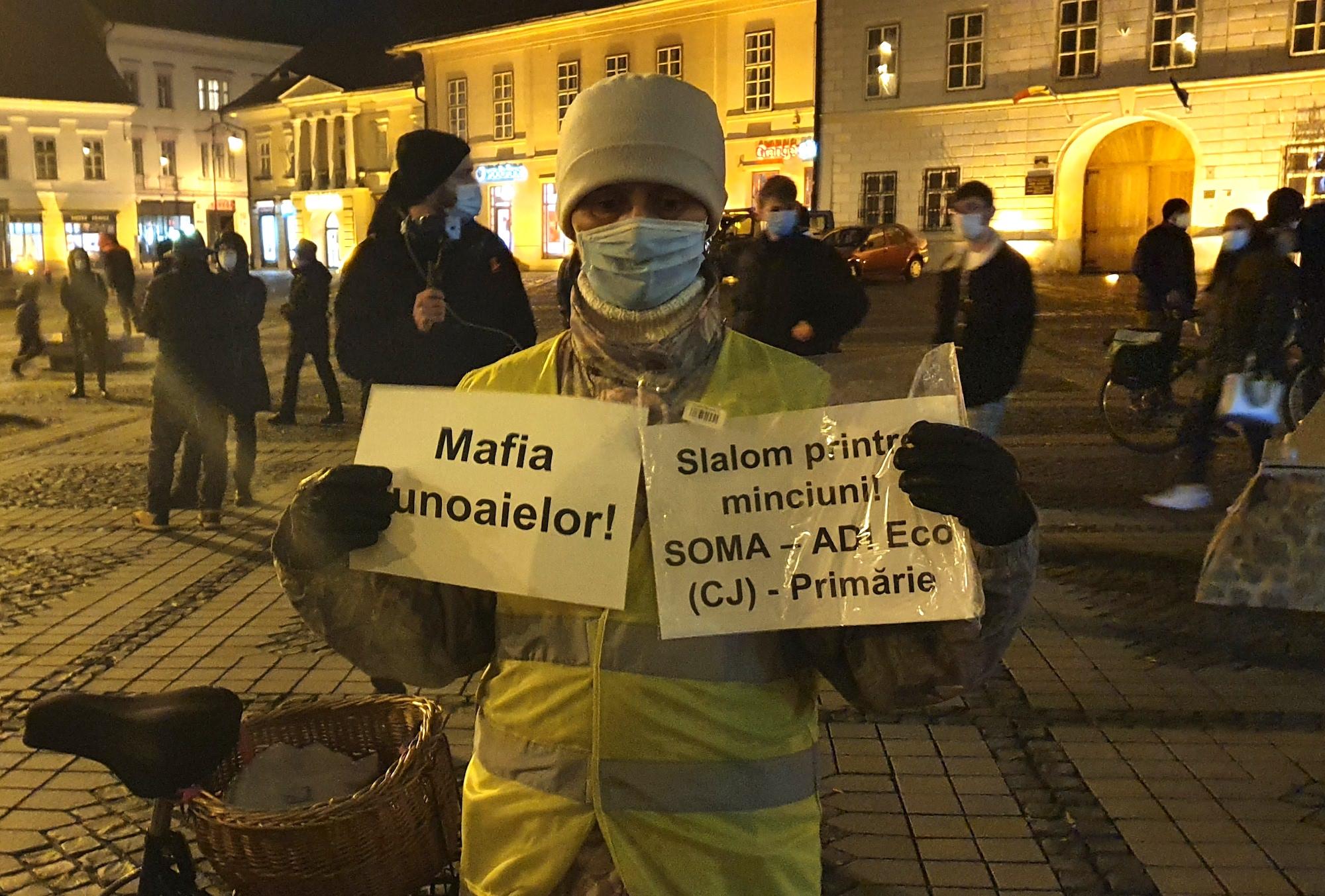 Aproximativ 40 de sibieni au protestat în fața Primăriei. Rezumatul: lipsa de încredere în instituții