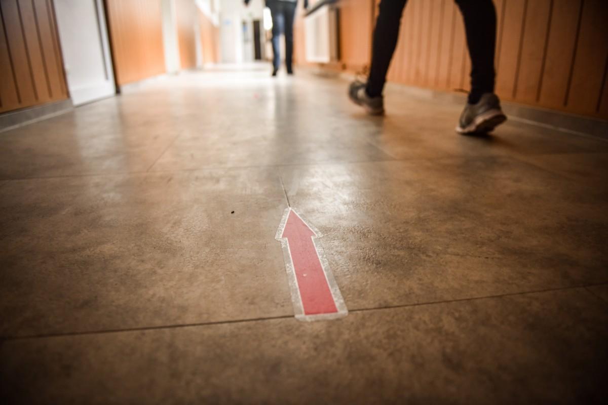 Prima zi de școală la Sibiu: Peste 74% dintre elevi s-au întors la clase, peste 180 de elevi și 39 de dascăli sunt în on line la cerere