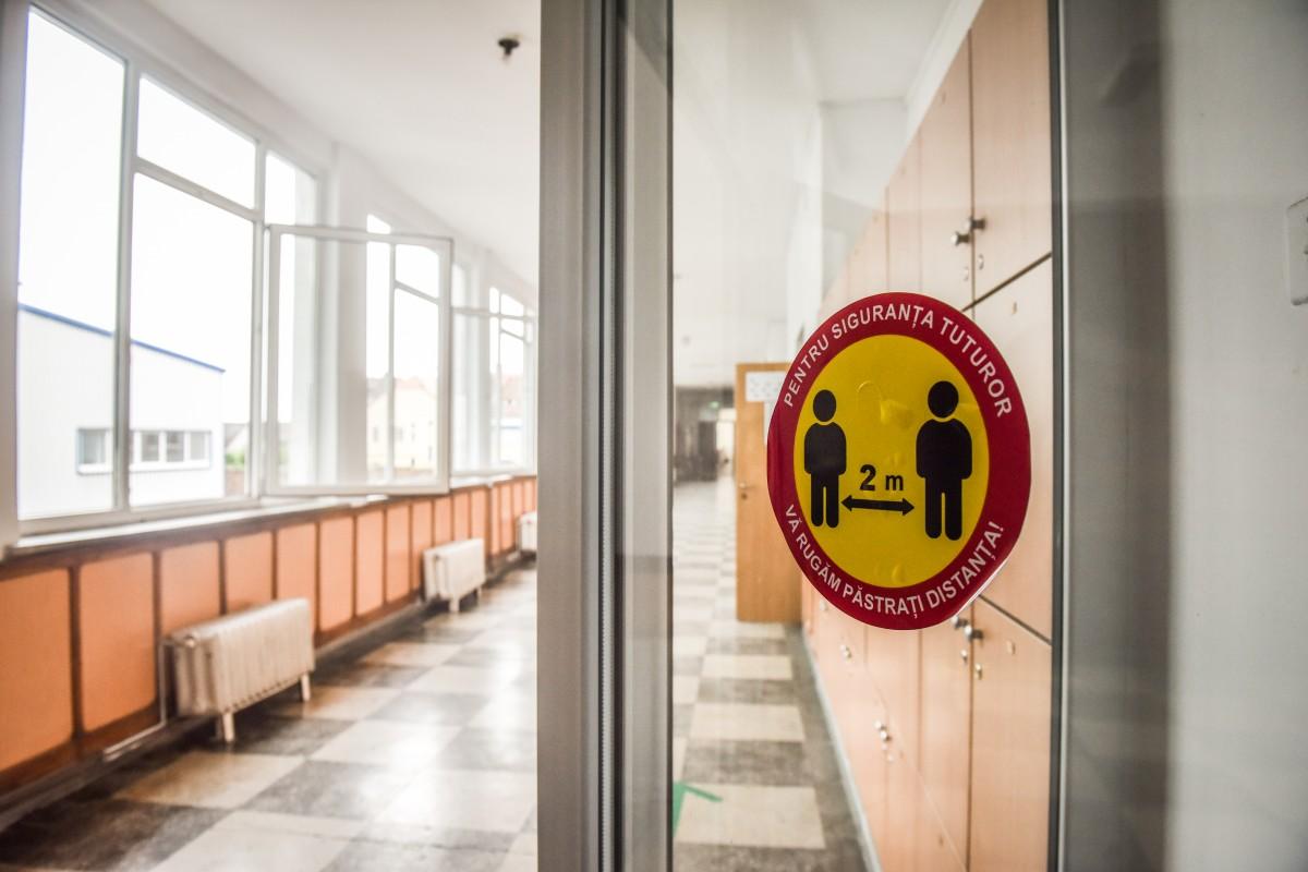 Un singur caz de COVID pozitiv înregistrat în ultimele 24 de ore în școlile din județ