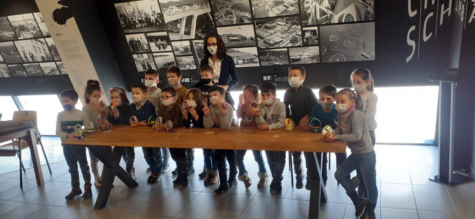 Elevii de la Școala Gimnazială Nr.8 din Sibiu au adus primăvara prin două proiecte dedicate mamei