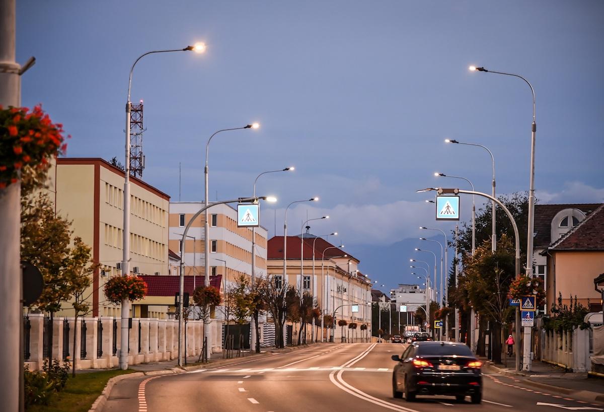 Primăria Sibiu: Iluminatul public va fi modernizat pe 64 de străzi și extins pe alte 4 străzi și un parc