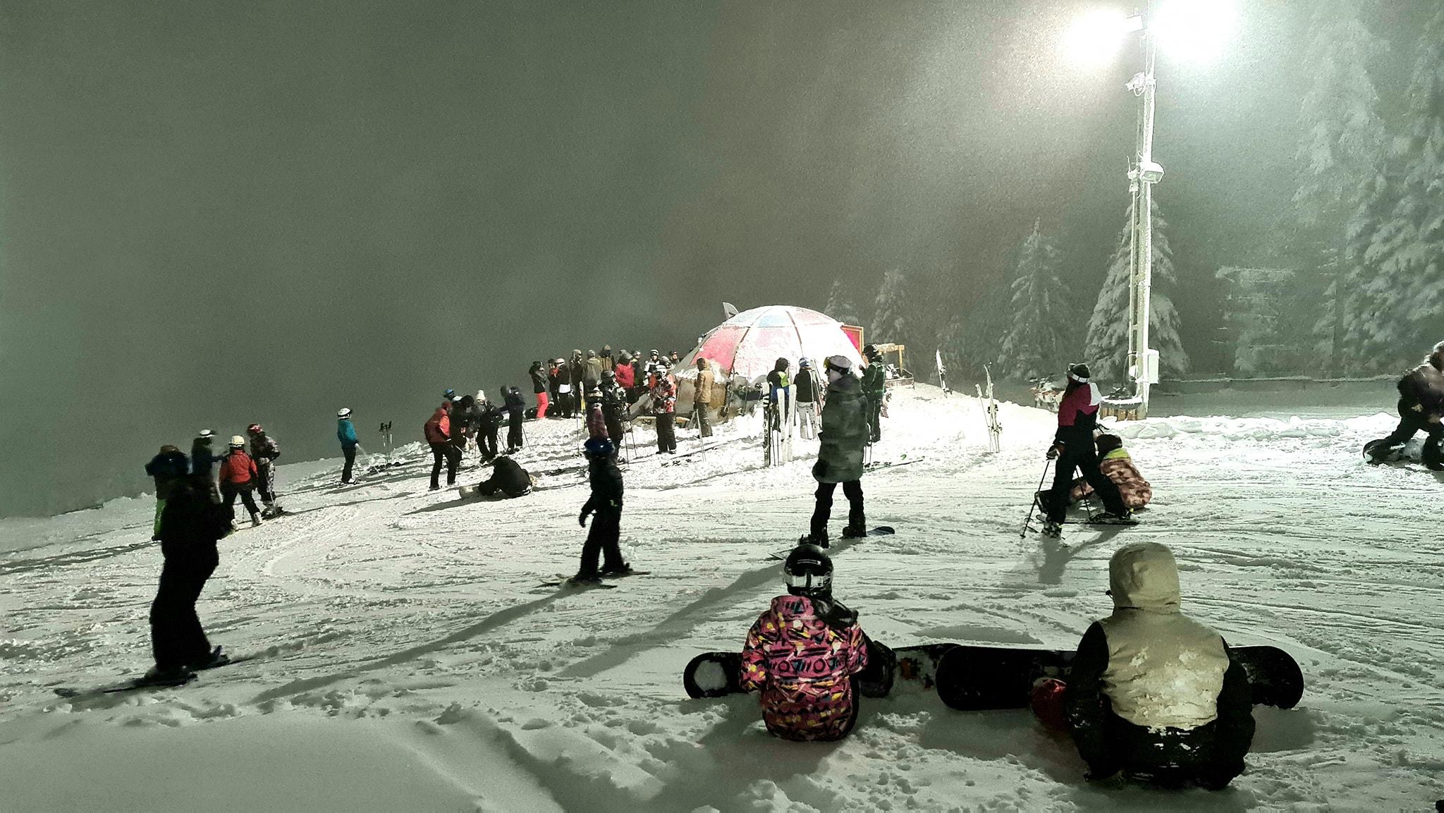 Sezonul de schi se prelungeşte în Păltiniş, unde zăpada se apropie de maximul istoric al lunii martie