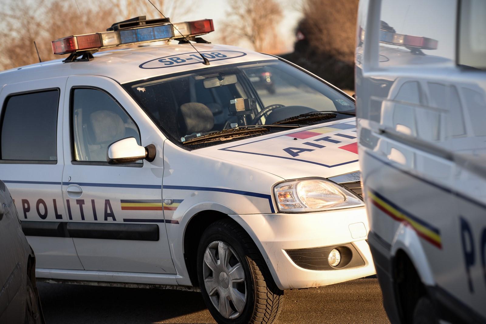 Alcool la volan: A intrat cu mașina într-un contor de gaz, apoi în gardul unei case