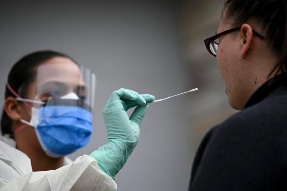 73 de cazuri noi de coronavirus în județ. În media pe ultimele șapte zile