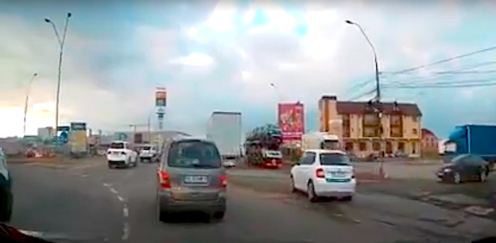 VIDEO-Pericol public pe drumurile Sibiului. Poliția spune că nu-i poate face nimic