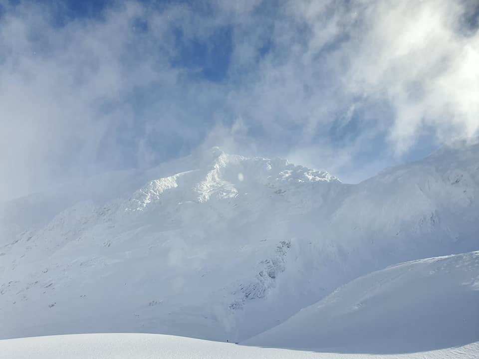 Salvamontiştii le recomandă turiştilor să nu schieze la Bâlea Lac, din cauza pericolului de avalanşe