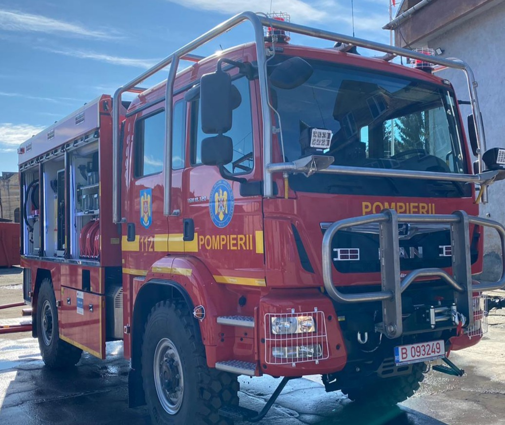 Pompierii sibieni au o nouă autospecială, pentru intervenții la incendii de pădure - FOTO
