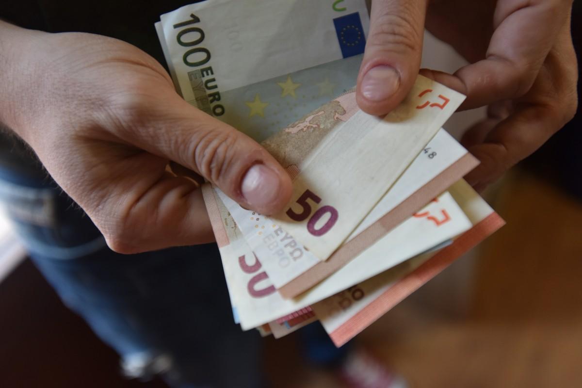 Euro a atins luni un nou maxim istoric. Cursul afişat de BNR: 4,8972 lei/euro