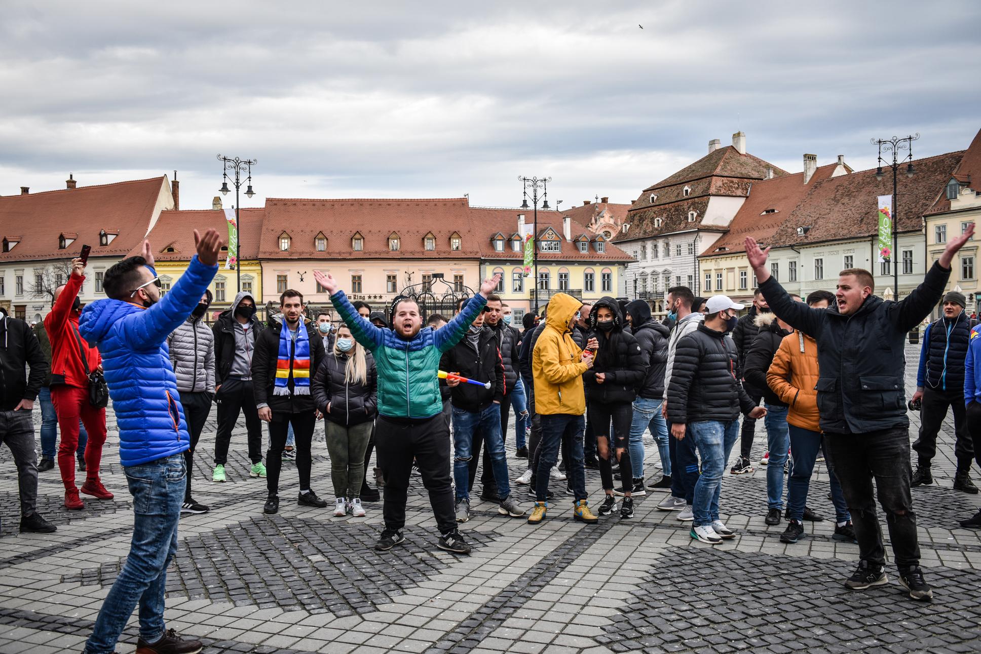 Directorul DSP Sibiu despre protestatarii fără mască: Încalcă legea. Nu avem ce comenta aici!