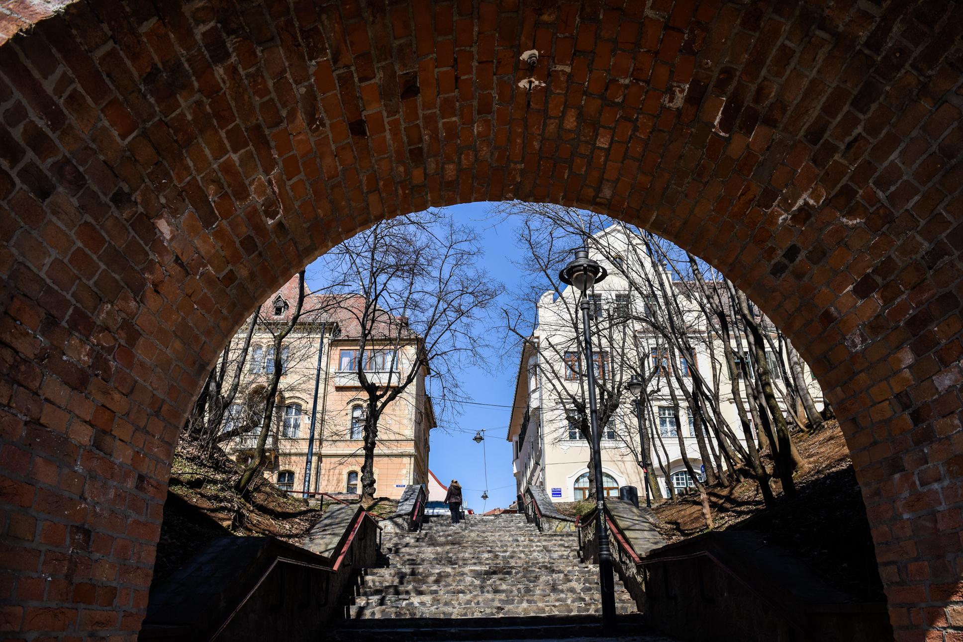 Incidența scade în Cisnădie, dar crește în Șelimbăr și Mediaș. În Sibiu, rata de infectare rămâne aproape la fel