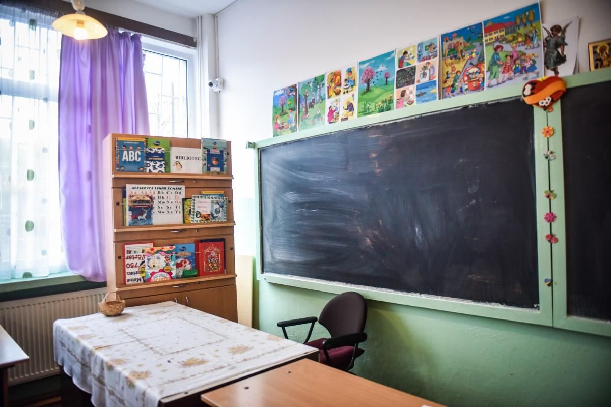 """O clasă de la școala """"Regina Maria"""" intră în on line după ce un elev a fost testat pozitiv"""