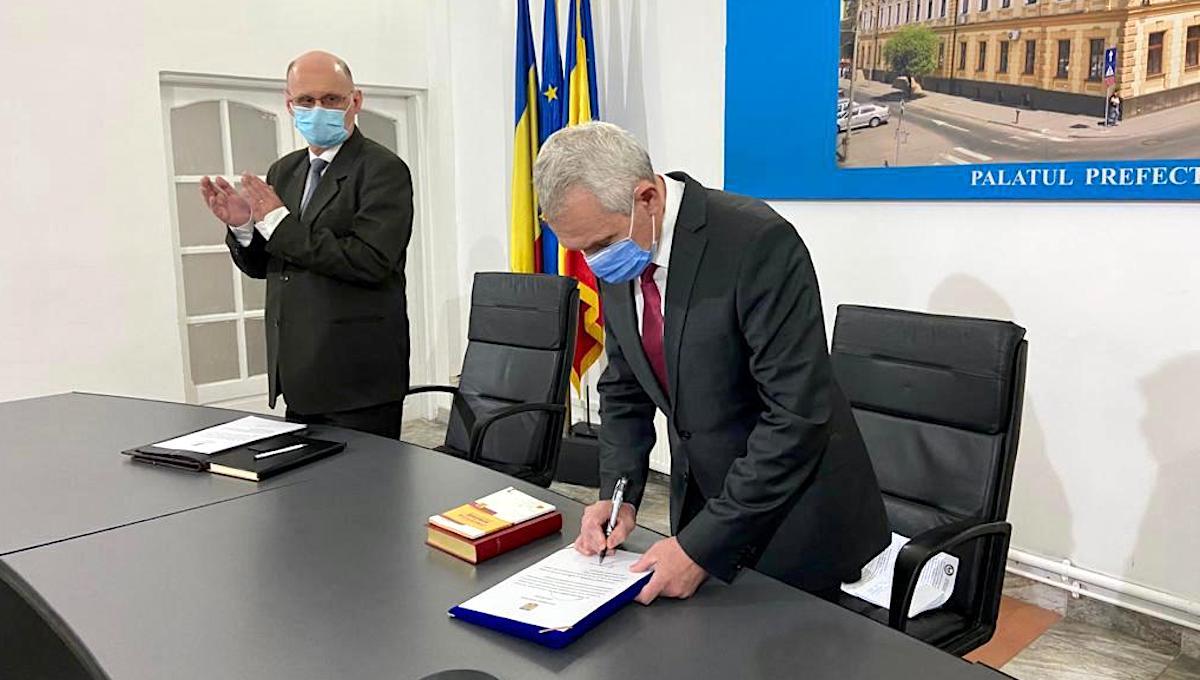 """Vorbele și faptele prefectului Sibiului, care din """"vechi"""" a devenit """"nou"""". De la medici certați, la carantine prelungite noaptea"""